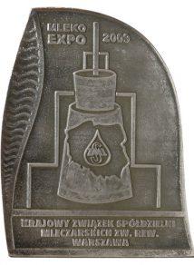 """Statuetkę KZSM ZR za wysoką jakość otrzymał Ser pełnotłusty Filipowski, blok na targach """"Mleko-Expo 2009""""."""