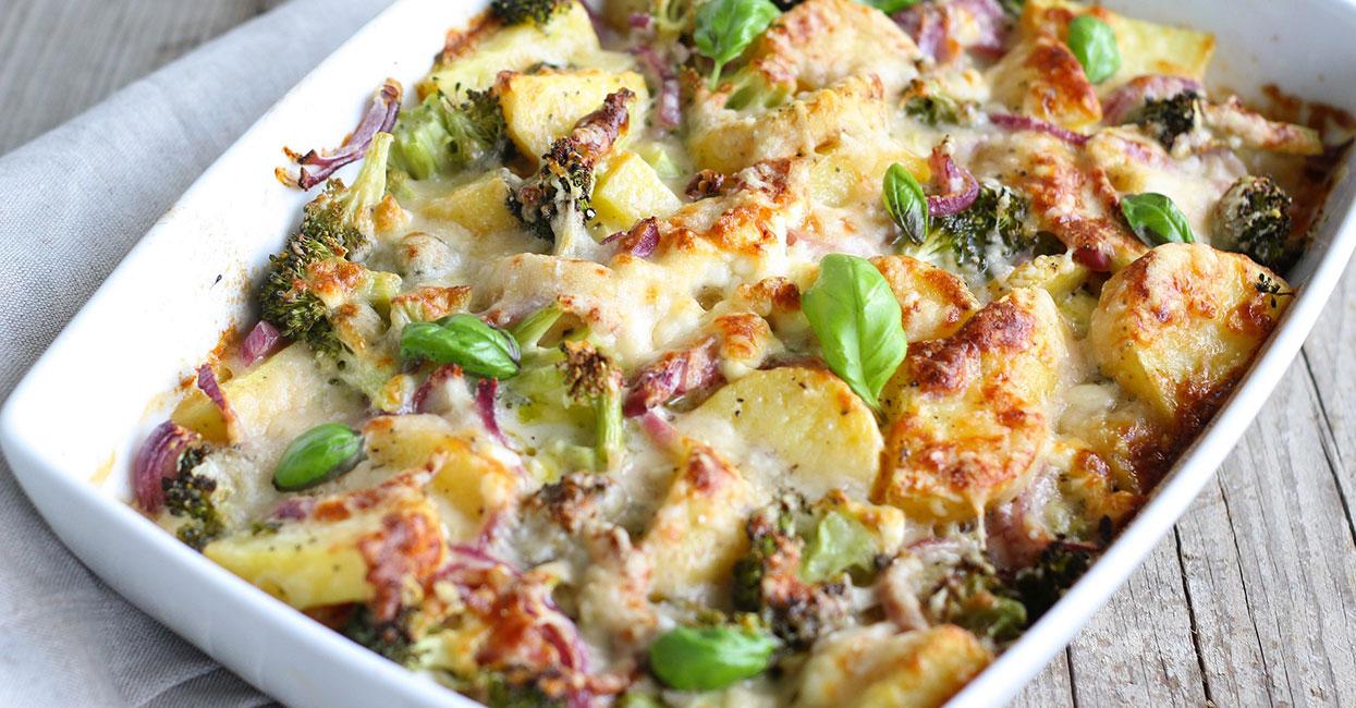 Zapiekanka ziemniaczana z kurczakiem i brokułami